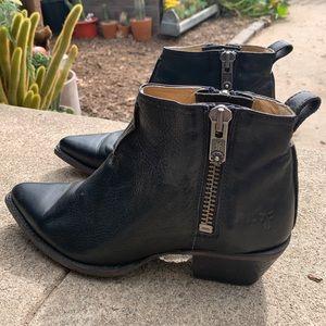 Women's Frye boots size 9.5